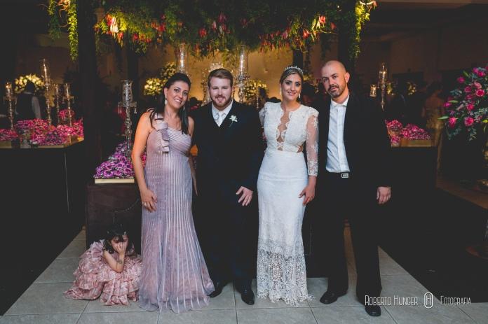 fotos de padrinhos e convidado durante evento no villa 459