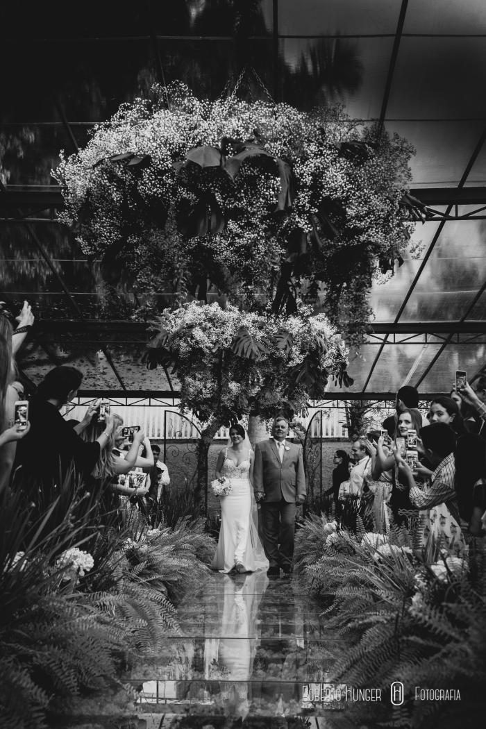 foto da entrada da noiva em casamento