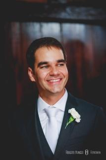 Maquiagem da noiva: Ludmilla Azevedo Cabelo da noiva: Emme Vip / Megue Costa (35) 3423-1820 Assessoria e Cerimonial: Mércia Ministro Doces: Gabriela Dupin; Bolo: Jack Cake;