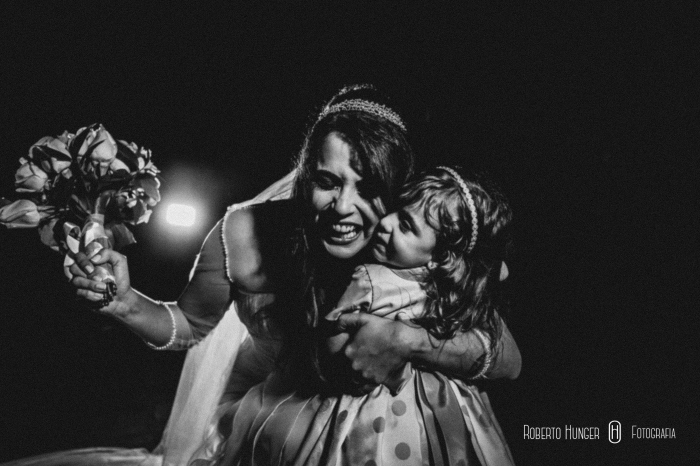 noiva feliz, fotografia de casamento profissional, álbum de casamento em pouso alegre e itajubá