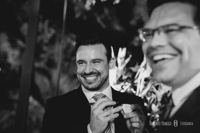 noivos felizes em casamento, álbuns de casamento importados, álbuns de luxo, melhores álbuns de casamento, fotografia profissional de casamento valores e orçamento ou proposta, melhores fotógrafos de casamento da região, foto de casamento em preto e branco