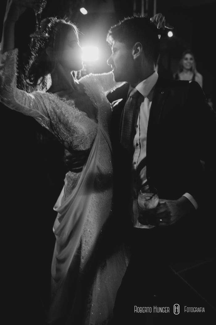 noiva dançando com padrinhos, casamento em taubaté, casamento taubaté vale do paraíba, fotografia de casamento em taubaté, cerimônia budista, orçamento de fotografia