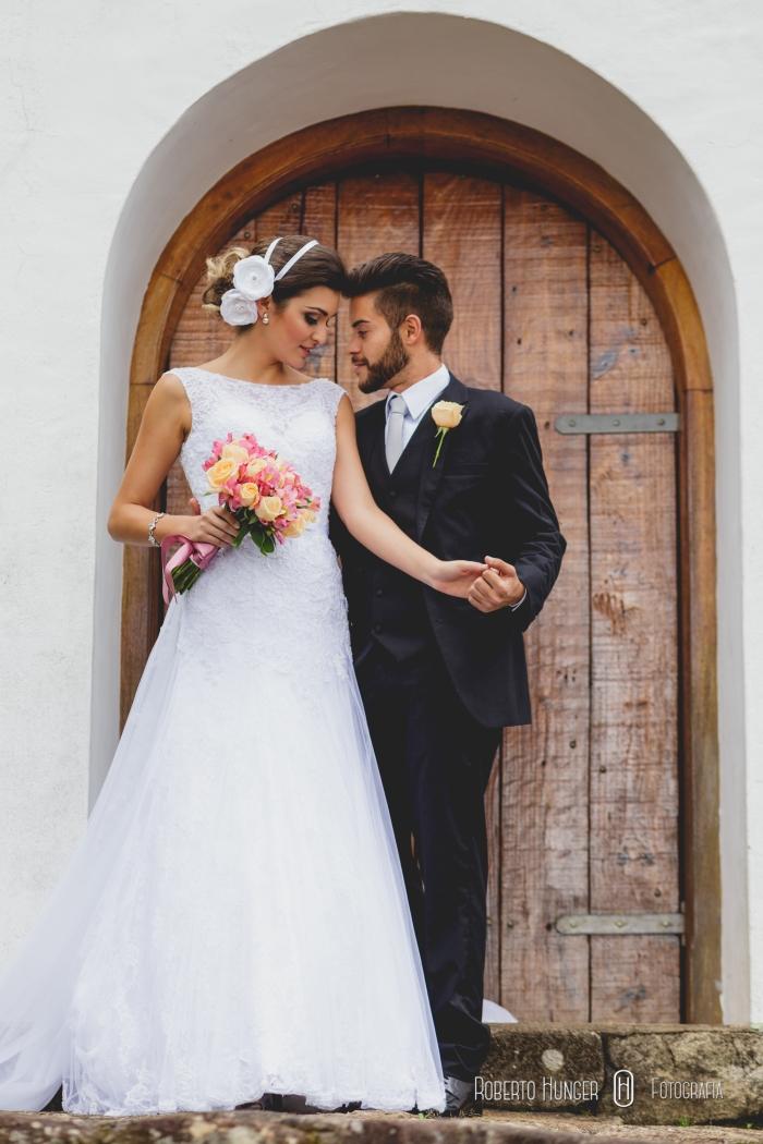 casal no hotel Meissner-Hof, casamentos em minas gerais, fotógrafo brasileiro minas gerais, noivos monte verde, onde casar minhas gerais, igrejas em montanhas, amor, felicidade dos noivos