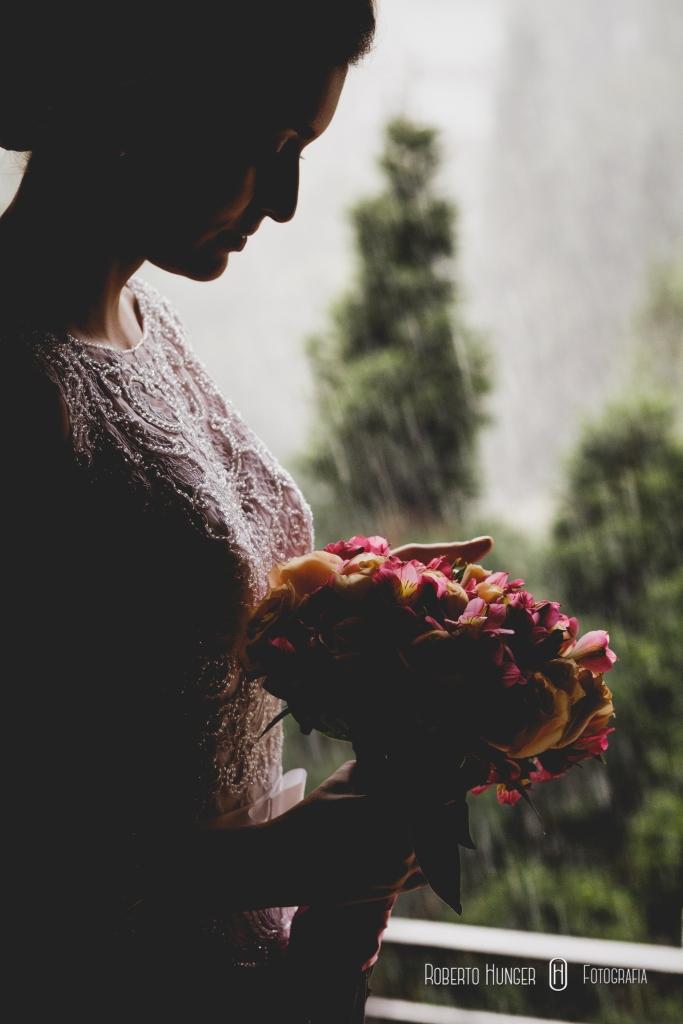 noivos se beijando, carinho noivos, fotógrafo de casamento em itajubá, casamentos varginha e alfenas, hoteis para casamento em minas gerais, onde casar em minas gerais, monte verde lua d emel, hoteis para lua de mel em monte ver, roberto hunger junior fotografia, roberto hunger, roberto hunger fotografia