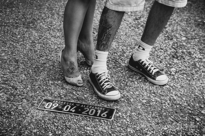 Casal sendo fotografado em Delfim Moreira no Serra Bonita, ensaios românticos casal, amor, fotos de ensaios onde faze?, monte verde pousadas para lua de mel, lua de mel monte verde fotos, hoteis lua de mel, gonçalves ensaios fotográficos, sul de minas fotografia de casamento