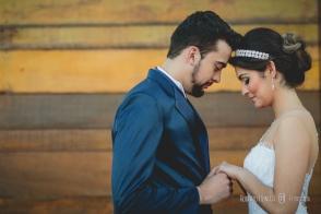 Agência de noivas :Bride's Day; Maquiagem: Eliana Muniz Franco, Cabelo: Mara Fortunato e Rafael Jesus; Terno, vestidos e acessórios: Exclusiva Noivas e Festas ( Camilla Marques );