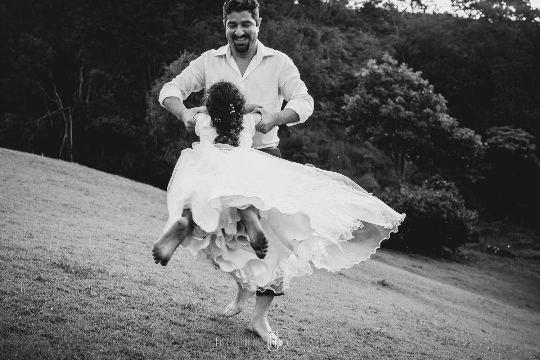 família em um Como organizar um elopement wedding nas montanhas, onde casar no estilo elopement wedding, o que é elopement wedding.
