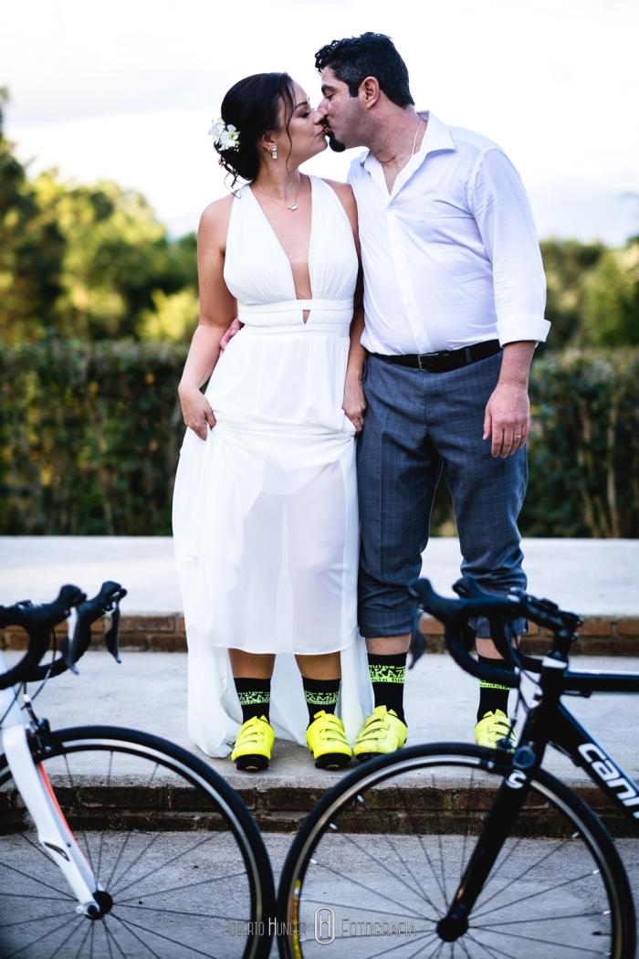 noiva e noivo ciclistas, bicicletas em casamentos, casal ciclista, casando nas montanhas, hotel serra bonita fotos, casamentos minas gerais