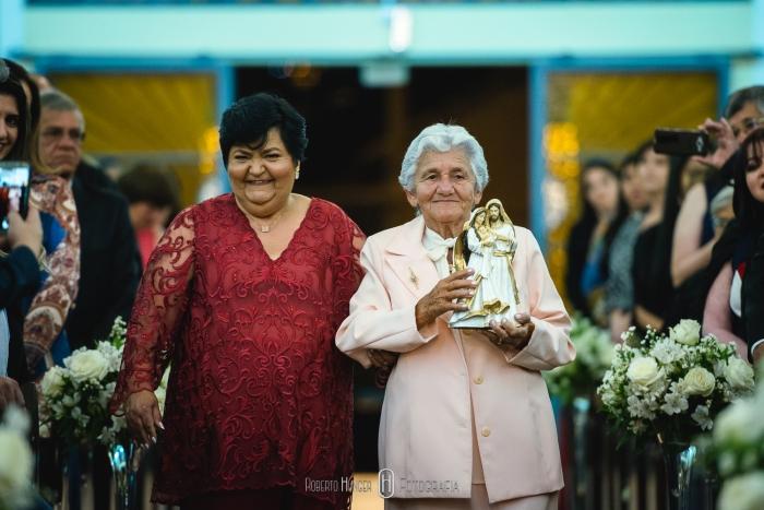avó e mãe em casamento com imagem da sagrada família