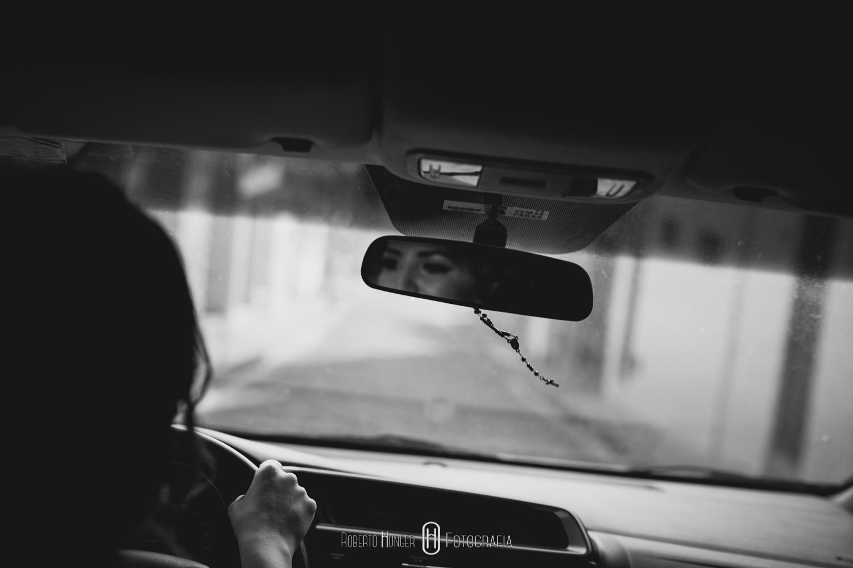 Noiva chegando de carro opala em seu casamento, noiva dirigindo carro para seu casamento. fotos de casamento ao ar livre. Casamentos em pouso alegre no espaço barroko, noivas sul de minas, noivas pouso alegre, noivas itajubá, cambui sul de minas onde casar ao ar livre Casamentos em Monte Verde, Sul de Minas Gerais fotografia de casamento, pouso alegre fotógrafo, sul de minas onde casar, fotografia de casamento pouso alegre e região, cambui minas gerais casamentos, borda da mata fotografia de casamento, fotógrafo paulista que atua em minas, fotógrafo para casamento no campo, casando em monte verde, hotel pousada para casamento em minas gerais